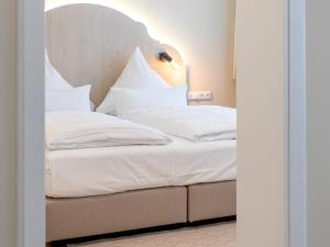 Кровать или кровати в номере Hotel Tuchhaus