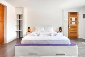 A bed or beds in a room at BABOSAM Hotel