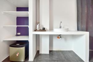 A bathroom at BABOSAM Hotel