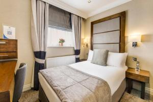 A bed or beds in a room at Langham Court Hotel