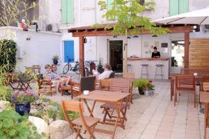 Restaurant ou autre lieu de restauration dans l'établissement Hotel Durand Le Patio