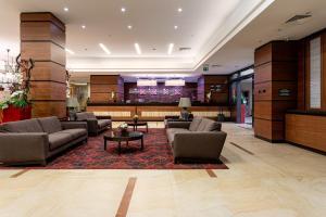 The lobby or reception area at Hilton Garden Inn Krasnoyarsk