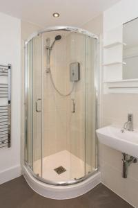 A bathroom at Manor House Studios