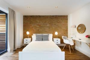 A bed or beds in a room at Manor House Studios