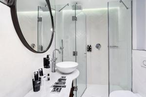 A bathroom at One Shot Palacio Conde de Torrejón 09