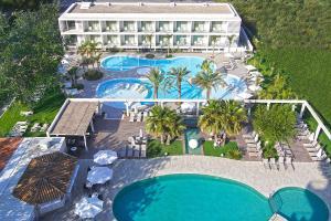 Uitzicht op het zwembad bij Hotel Caballero of in de buurt