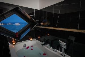 A bathroom at Top rooms