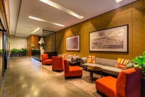 The lobby or reception area at Causeway 353 Hotel