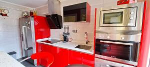 A kitchen or kitchenette at Derio Airport by Next Stop Bilbao