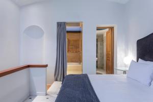 Łóżko lub łóżka w pokoju w obiekcie Casa Delfino Hotel & Spa