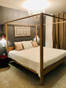 A bed or beds in a room at Suites Vida Sol
