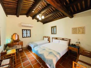 A bed or beds in a room at Grace Homestay 54