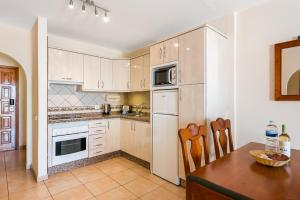 A kitchen or kitchenette at Club Tenerife