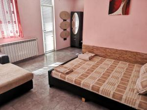 Легло или легла в стая в Merilyn Petrich