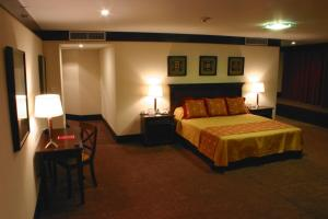 A bed or beds in a room at Amérian Hotel Casino Gala