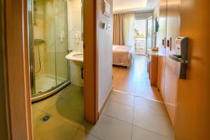 A bathroom at Maritina Hotel
