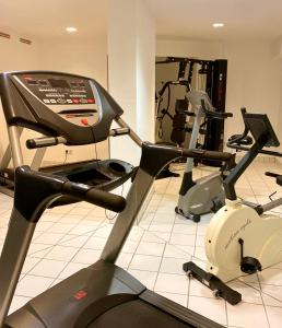 The fitness center and/or fitness facilities at Albhotel Fortuna