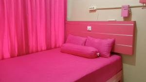 A bed or beds in a room at Kanalan Homestay Banyuwangi