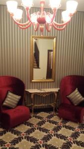 Uma área de estar em Hotel Amadeus