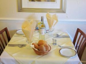 A restaurant or other place to eat at Cleve Court Hotel