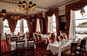 A restaurant or other place to eat at Columba Hotel