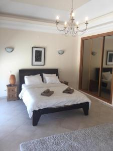A bed or beds in a room at Quinta da Boavista