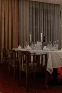 Ein Restaurant oder anderes Speiselokal in der Unterkunft Sporthotel Igls
