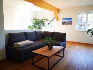Ein Sitzbereich in der Unterkunft Ferienwohnung Bergfeeling