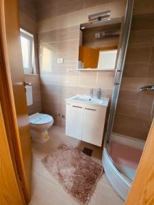 A bathroom at Guest House Ruža
