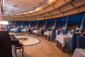 مطعم أو مكان آخر لتناول الطعام في رادون بلازا
