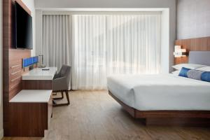 A bed or beds in a room at Delta Hotels by Marriott Trois Rivieres Conference Centre