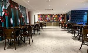 A restaurant or other place to eat at ibis Styles Belem Batista Campos