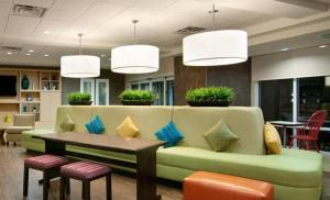 A seating area at Home2 Suites by Hilton Florida City