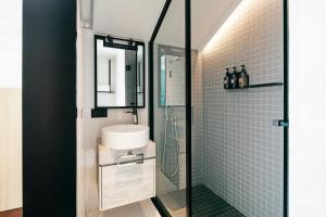 A bathroom at KēSa House, The Unlimited Collection by Oakwood