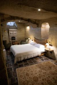 A bed or beds in a room at Kelebek Special Cave Hotel & Spa