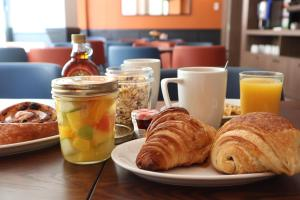 Breakfast options available to guests at Timhotel Le Louvre