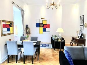 Restauracja lub miejsce do jedzenia w obiekcie Luxury Apartments MONDRIAN Market Square II