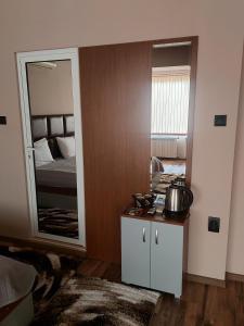 Кухня или кухненски бокс в Hotel Gotse Delchev