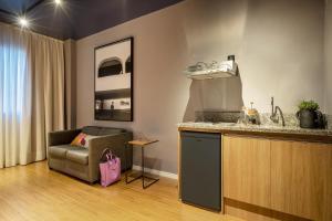 A cozinha ou cozinha compacta de Swan Generation Soft Opening