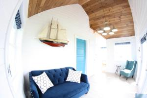 A seating area at The Ledges Resort & Marina