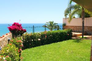 En trädgård utanför Villa Vista Lara