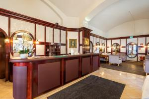The lobby or reception area at Hotel Am Schubertring