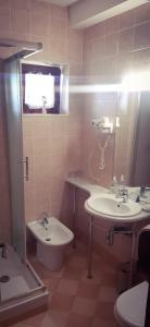 A bathroom at Pansion Danica