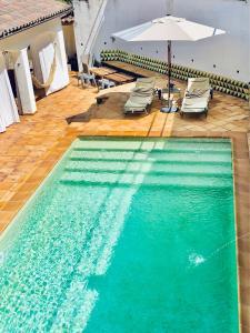 Vista de la piscina de Mas Blanc o d'una piscina que hi ha a prop