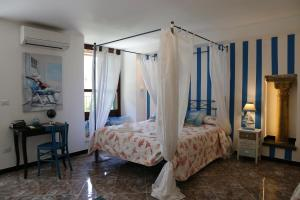 A bed or beds in a room at Albergo Del Centro Storico