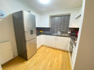 A kitchen or kitchenette at Paisley Central Apartment