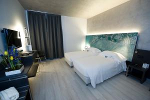 A bed or beds in a room at Arli Hotel Business and Wellness