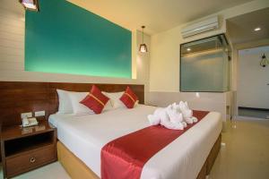 A bed or beds in a room at Kiang Haad Beach Hua Hin