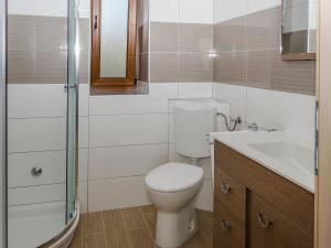 A bathroom at Sanja Apartments Rivarela