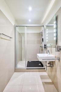 A bathroom at Best Western Hotel Strasser